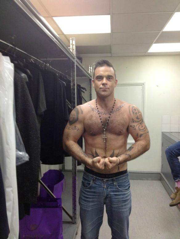 Robbie Williams Tumblr_m8twat1lry1qgr2qio1_1280